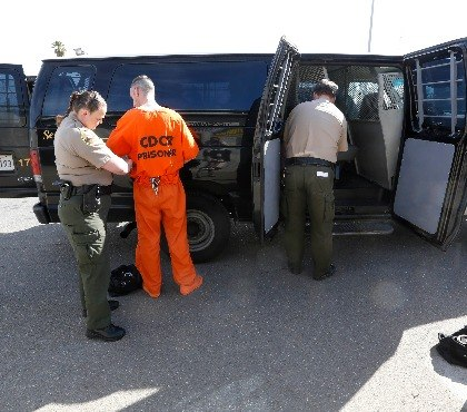 4 ways to minimize safety risks during inmate transport