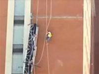 Video: Firefighters rescue construction workers after scaffolding collapses